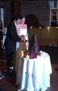 Sarah and Jose cutting their beautiful (and chocolatey) cake!
